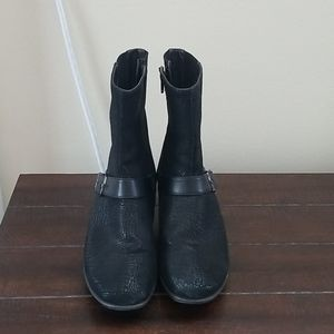 Naot Black Textured Leather Ankle Boot Size 9